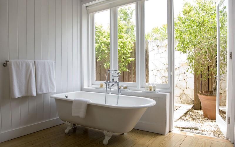 44080920-H1-como_villa_bathroom